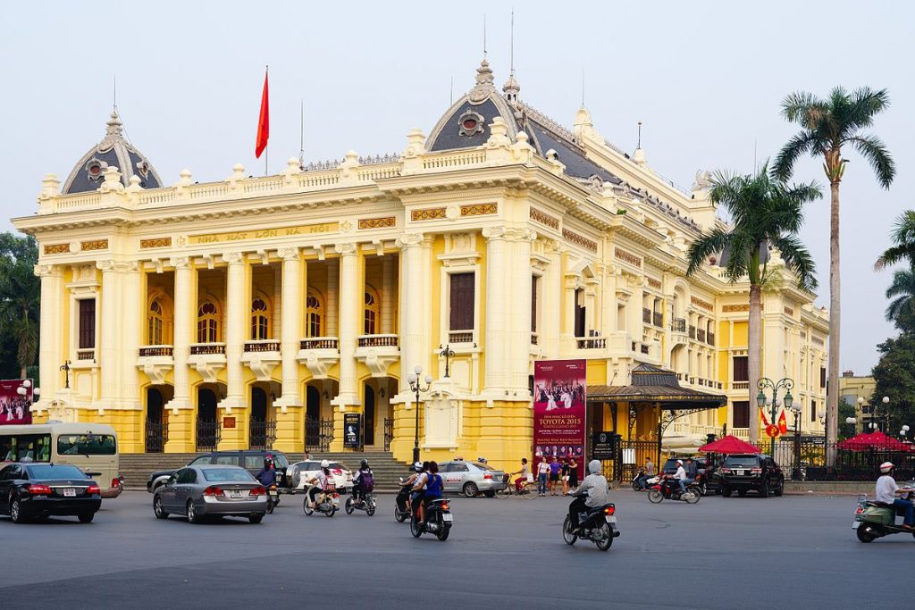 Hanoi_opera_house._Made_as_a_copy_of_the_Opera_Garnier_in_Paris_(22334215449)