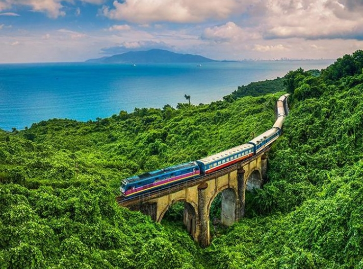 danang-to-hue-by-train-one-of-the-most-beautiful-route-in-vietnam-1576478620_1